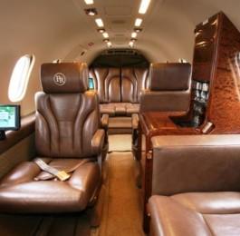 Learjet_35A_Cabin_lrg